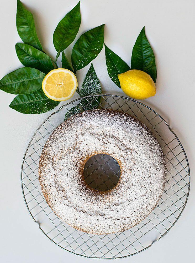 cake-lemoniou-me-elaiolado-kai-karyda 4