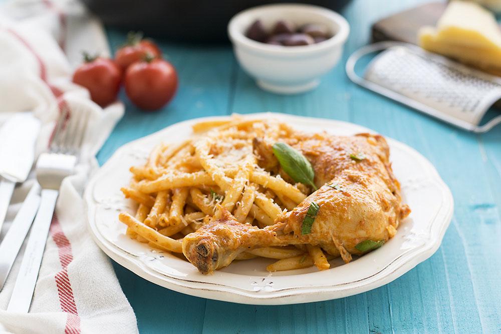 Κοτόπουλο κοκκινιστό με μακαρόνια (του κυνηγού) 4
