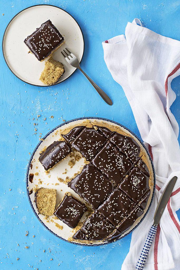 Φανουρόπιτα (κέικ με ελαιόλαδο) με γκανάς σοκολάτα - ταχίνι 3