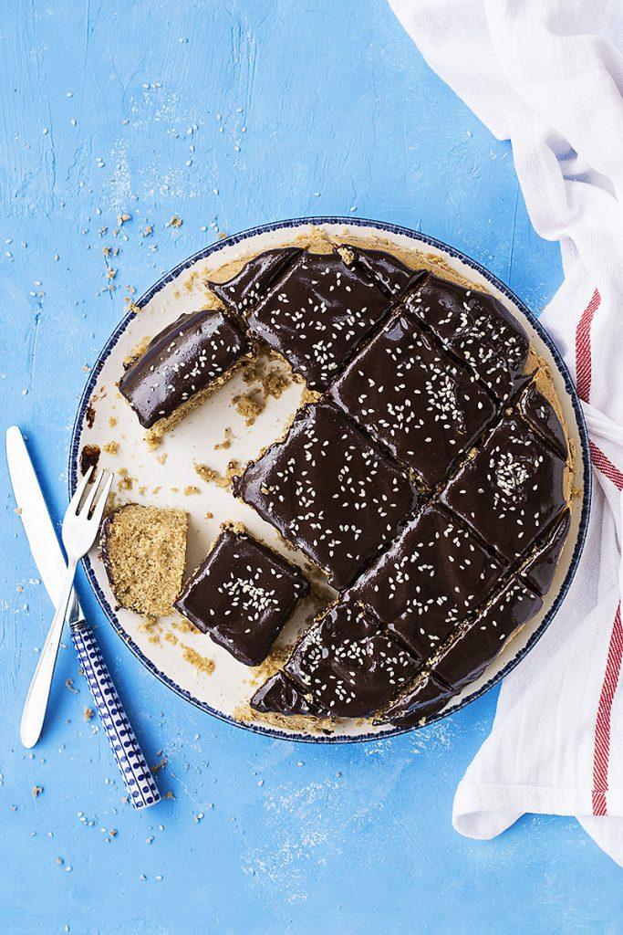 Φανουρόπιτα (κέικ με ελαιόλαδο) με γκανάς σοκολάτα - ταχίνι