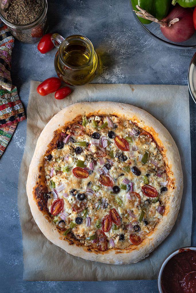 Έυκολη αφράτη πίτσα με φέτα 3