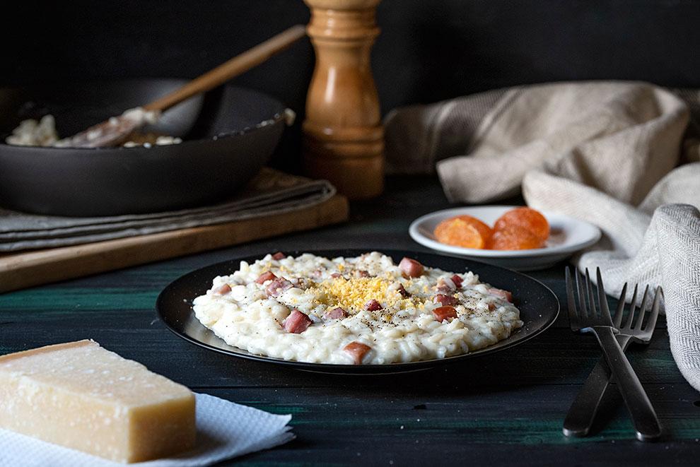 Ριζότο καρμπονάρα στο τηγάνι με παρμεζάνα και ζαμπόν 4