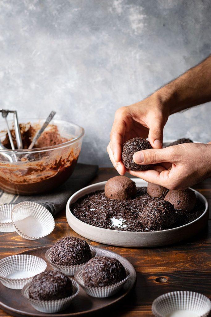 Εύκολες τρούφες σοκολάτας 4