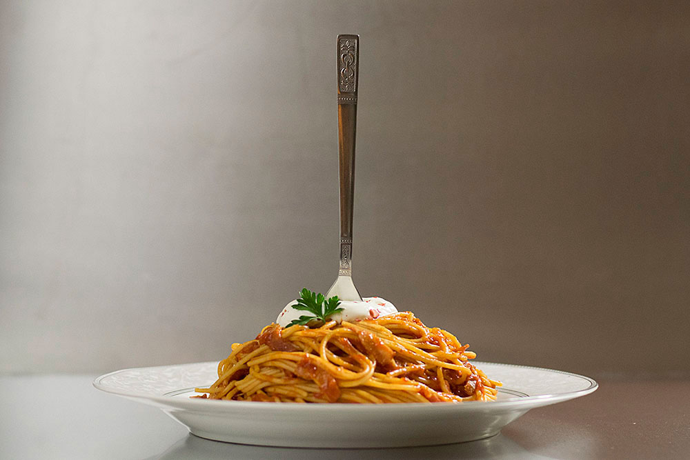 spaghetti_with_simple_tomato_bacon_sauce