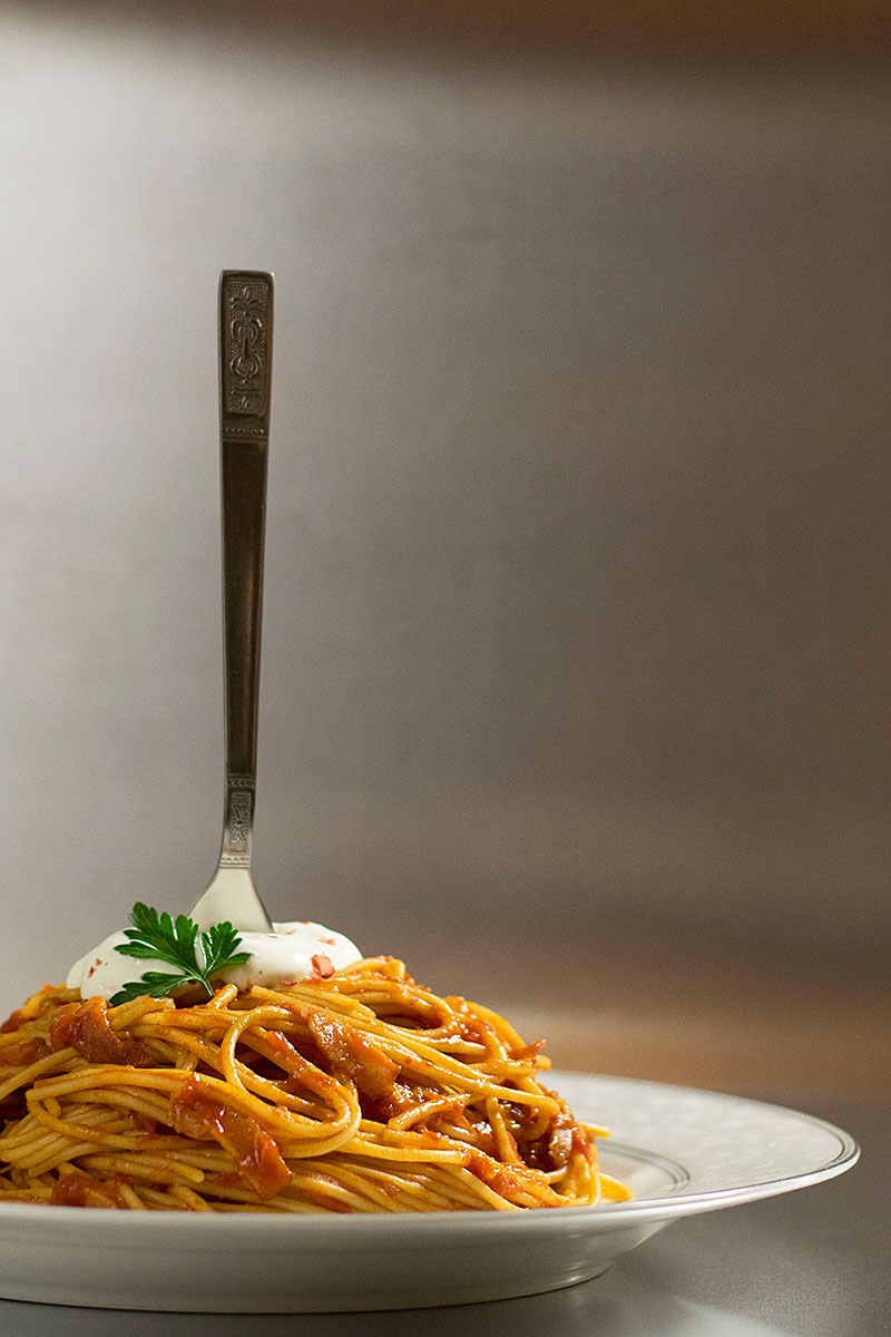 spaghetti_with_simple_tomato_bacon_sauce_1