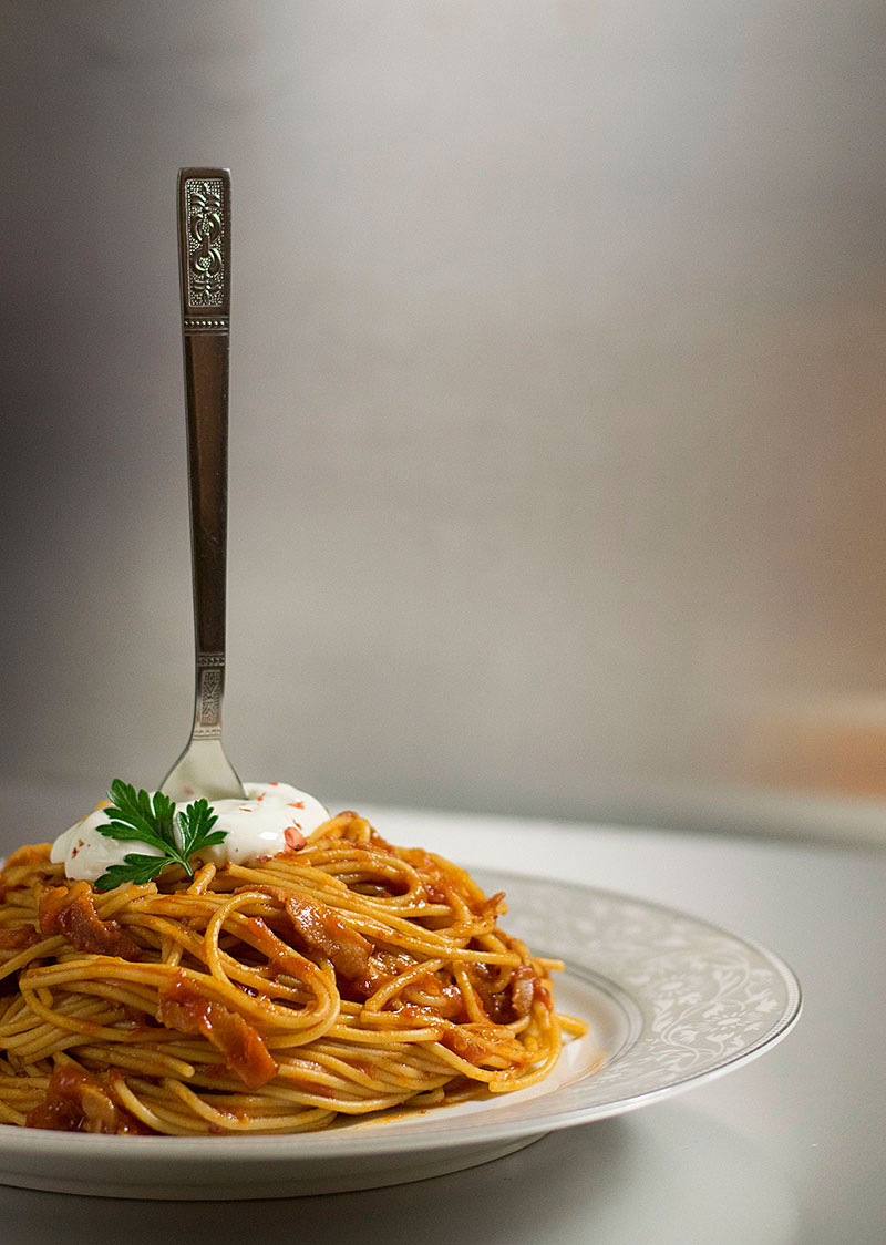 spaghetti_with_simple_tomato_bacon_sauce_2