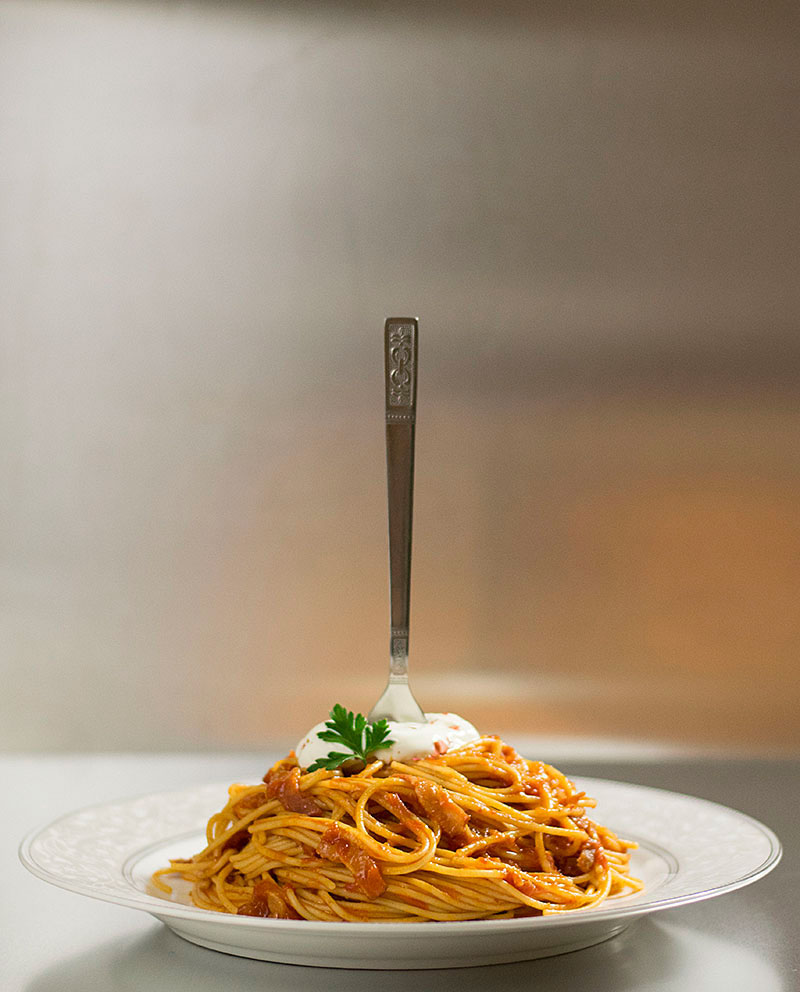 spaghetti_with_simple_tomato_bacon_sauce_3