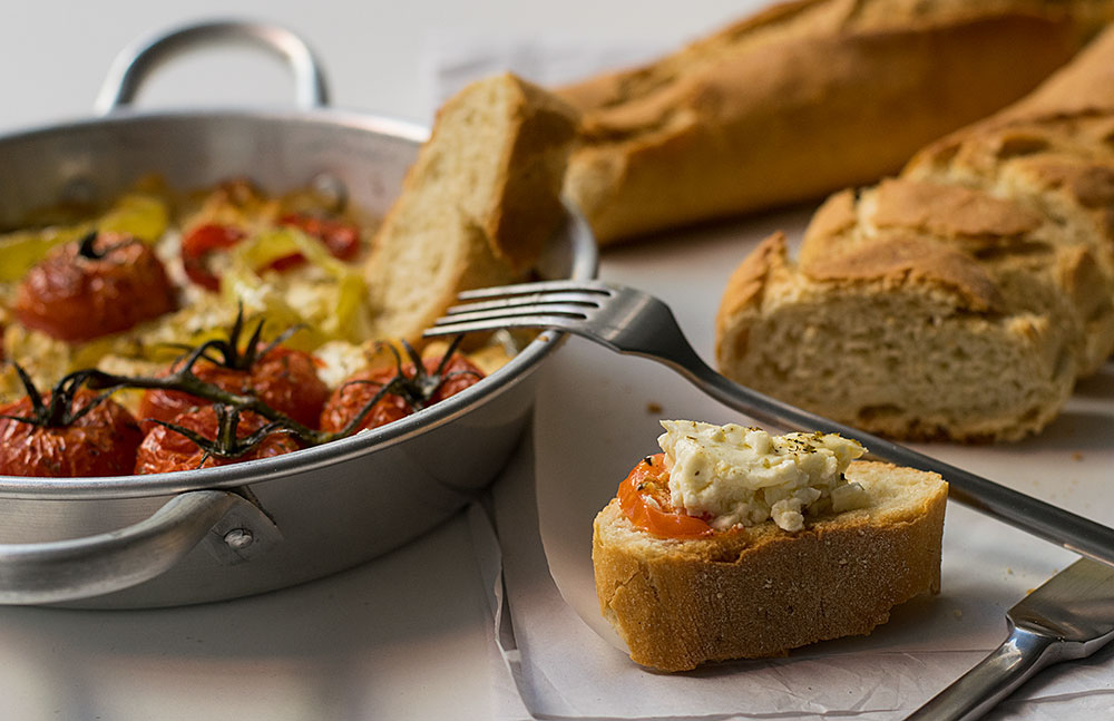 baked-feta-cheese-with-peppers-and-tomatoes-3