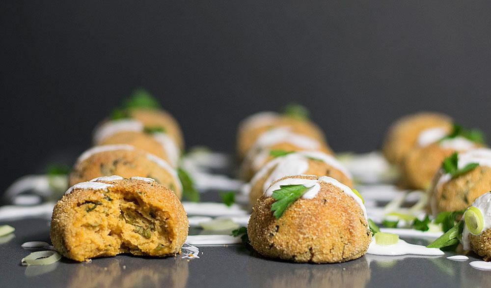 baked-humus-balls-with-yogurt-dressing-2