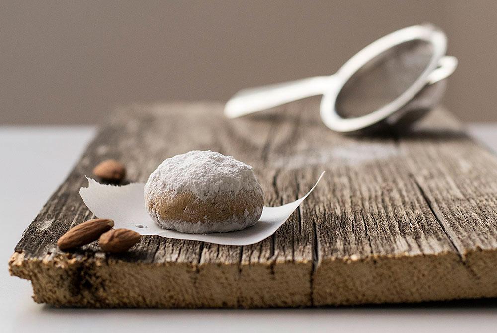 greek-almond-snow-cookies-1