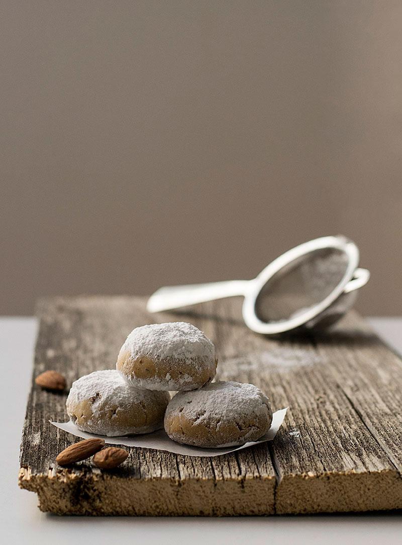 greek-almond-snow-cookies-2