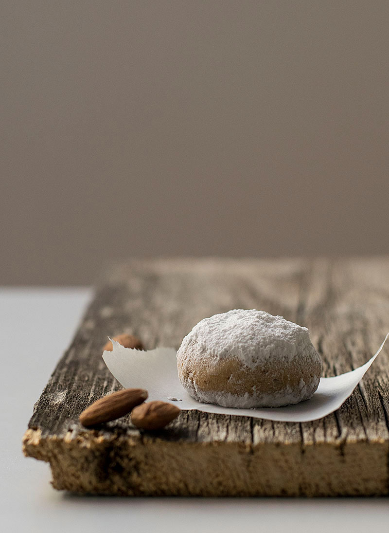 greek-almond-snow-cookies-4