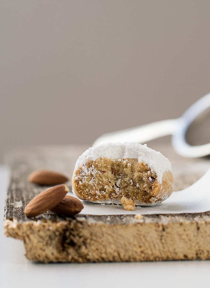 greek-almond-snow-cookies-5