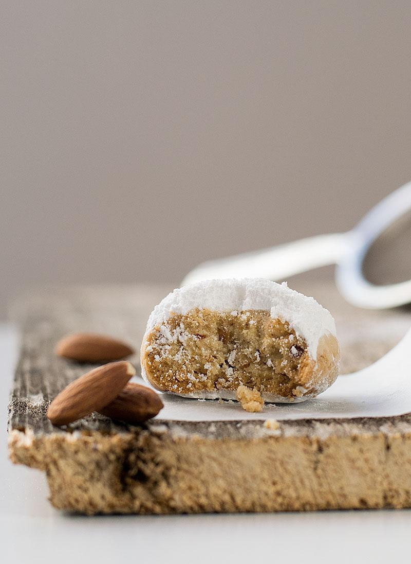 greek-almond-snow-cookies-5