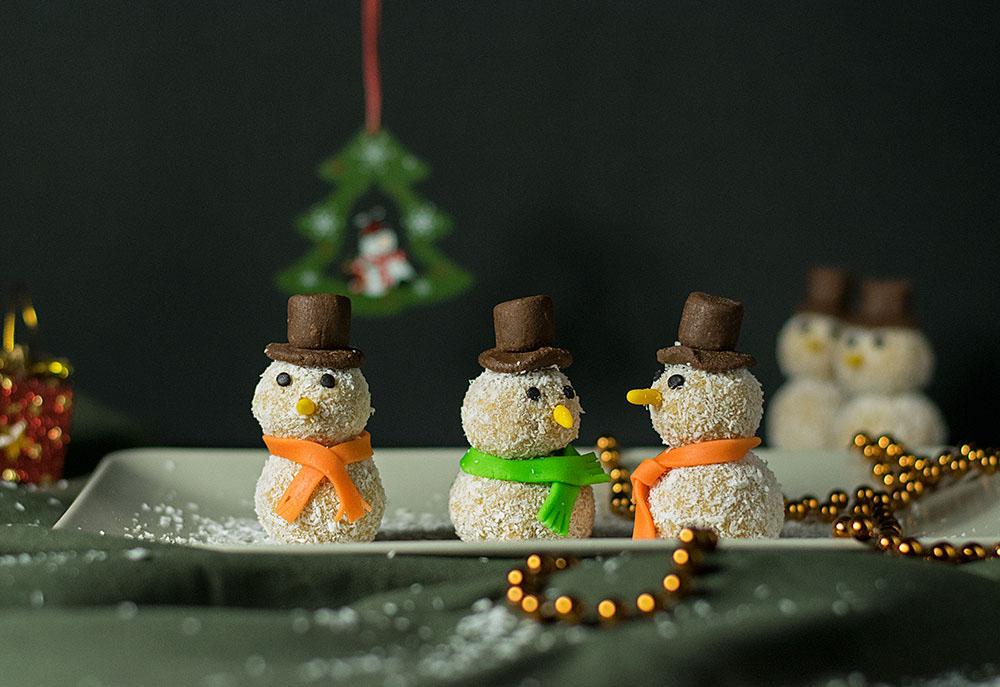 xmas-white-chocolate-truffle-snowmen-3