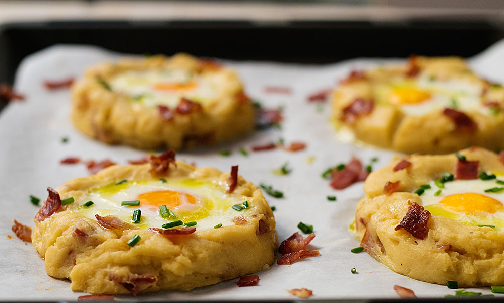 Baked Eggs In Potato Nests 1