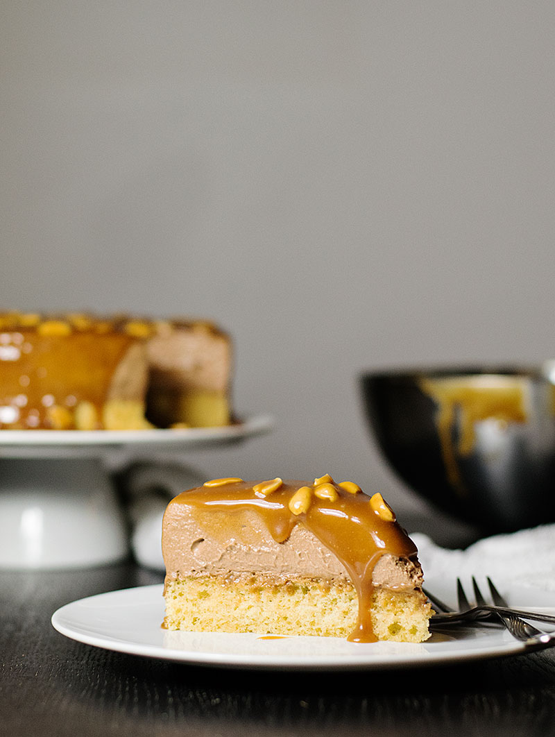 mocha-caramel-and-peanuts-mousse-cake-3
