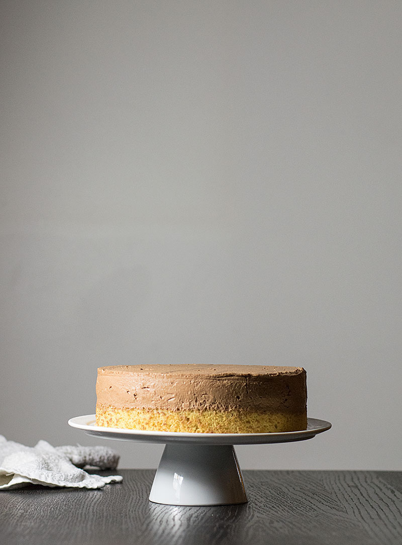 mocha-caramel-and-peanuts-mousse-cake