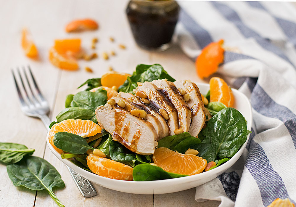 green salad with chicken tangerins and spinach 2