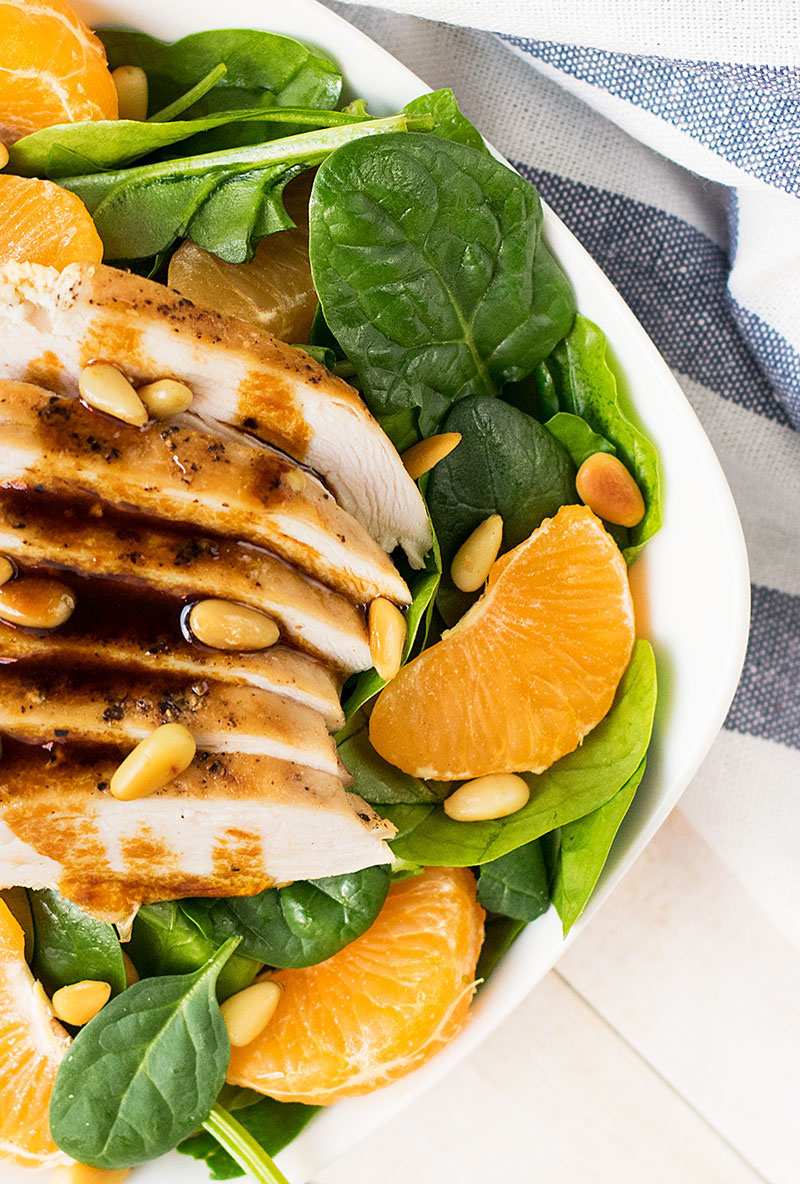 green salad with chicken tangerins and spinach 3