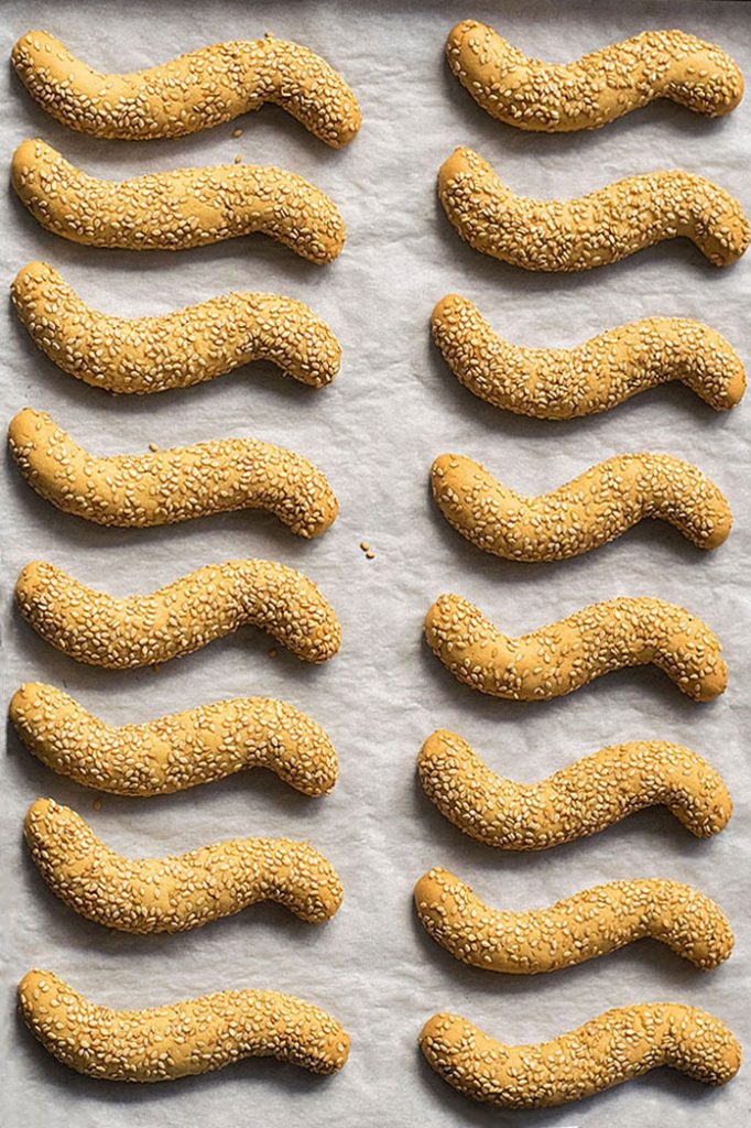 Greek sesame cookies with oil