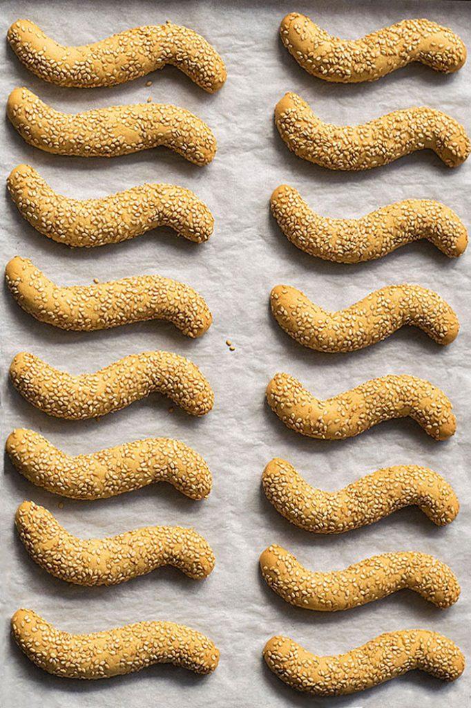Greek sesame cookies with oil