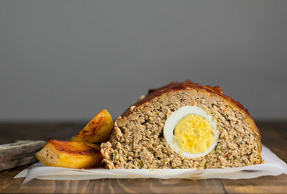 Meatloaf with hard-boiled eggs (Ρολό με κιμά και αβγά) January 25, January 27, ~ miakouppa. We are so excited to share this recipe! We think that many of you will have memories of this meatloaf being a popular highlight on Greek buffet tables.