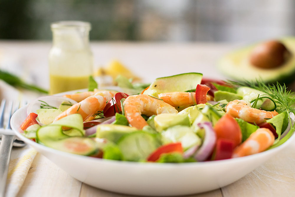 Mediterranean shrimp and avocado salad 4