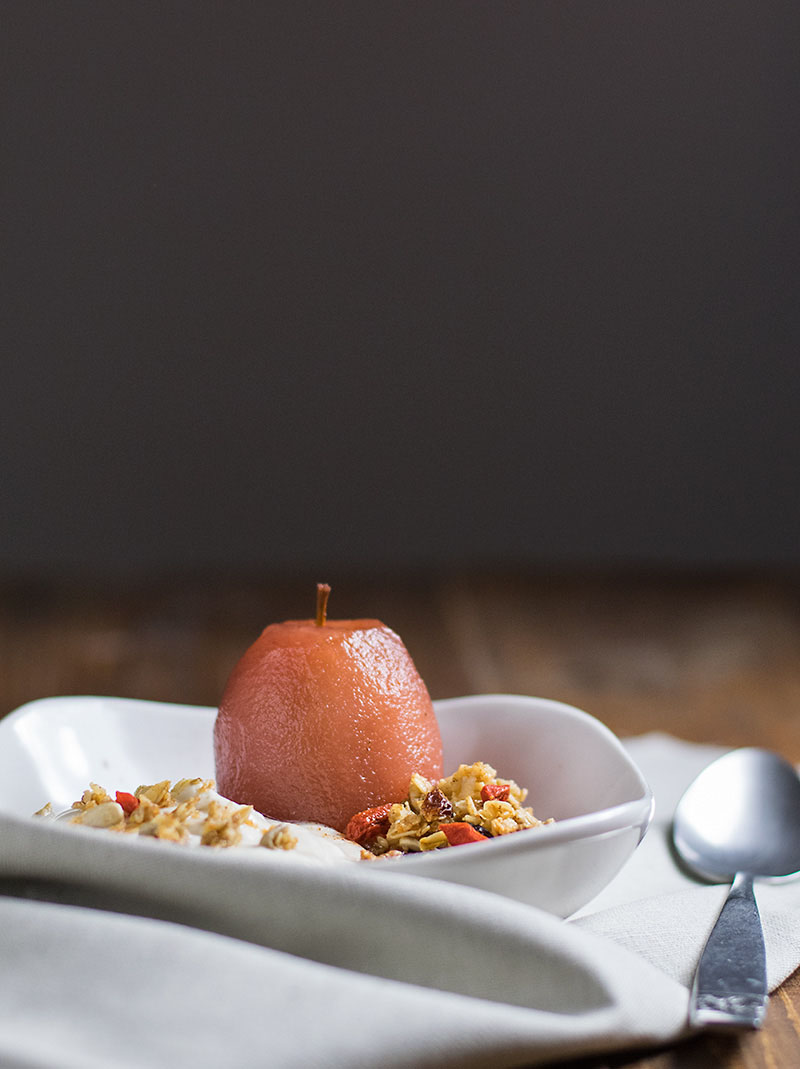 poached apples with yogurt cream and granola 4