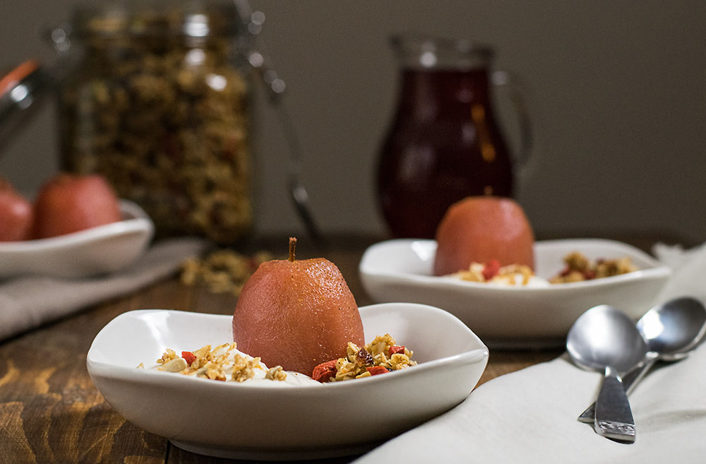 poached apples with yogurt cream and granola 3