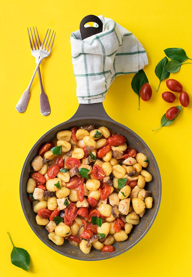 Mediterranean skillet with gnocchi and chicken 1