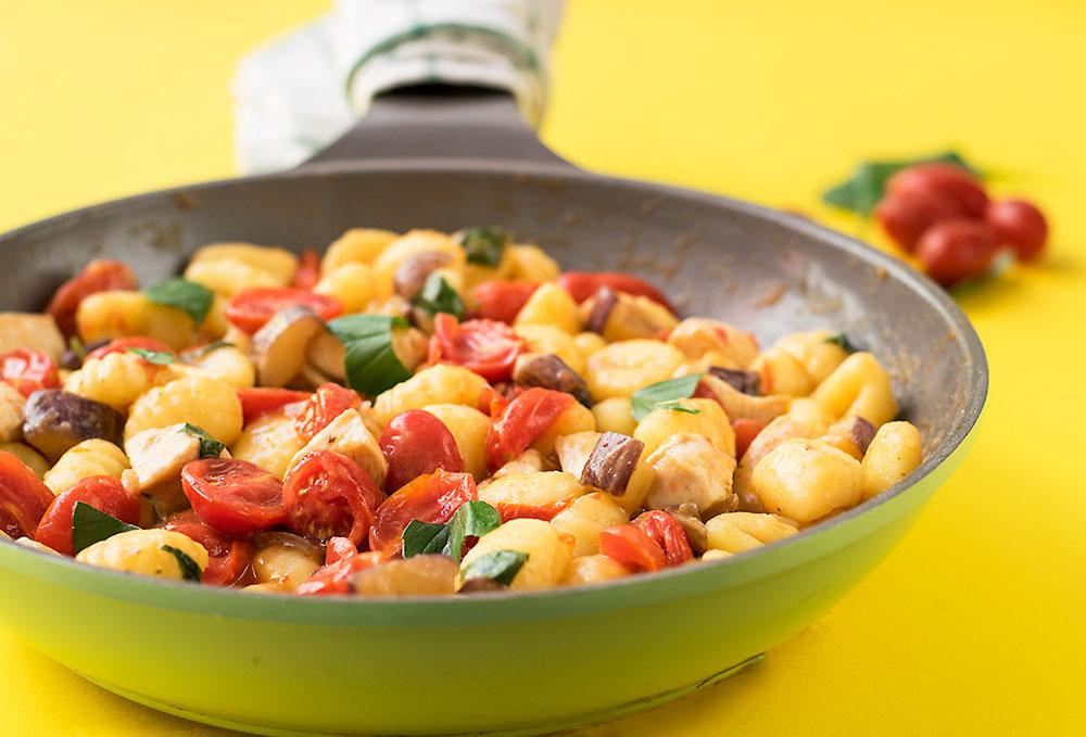 Mediterranean skillet with gnocchi and chicken 2
