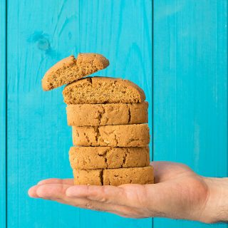 Cretan almond biscotti (Kalorizika) featured
