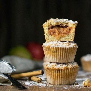 White chocolate and apple crumble muffins f