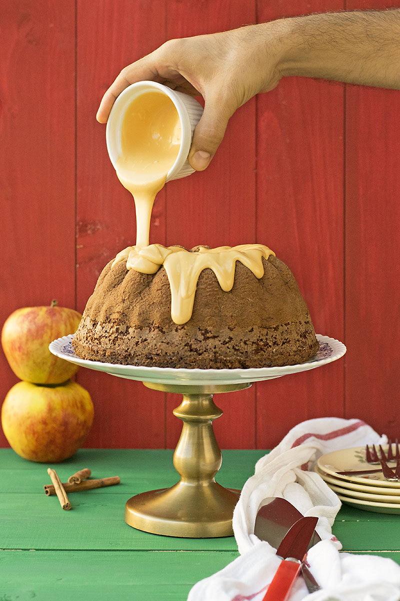 Olive oil, apple & cocoa cake with caramelized white chocolate 3