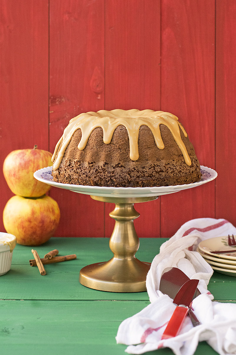 Olive oil, apple & cocoa cake with caramelized white chocolate 4