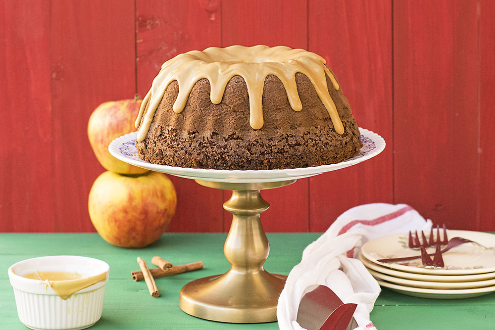 Olive oil, apple & cocoa cake with caramelized white chocolate 5