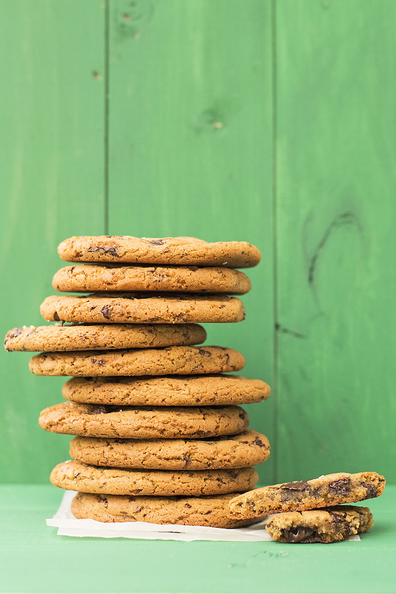 Big, soft & chewy tahini – olive oil chocolate chunk cookies 3