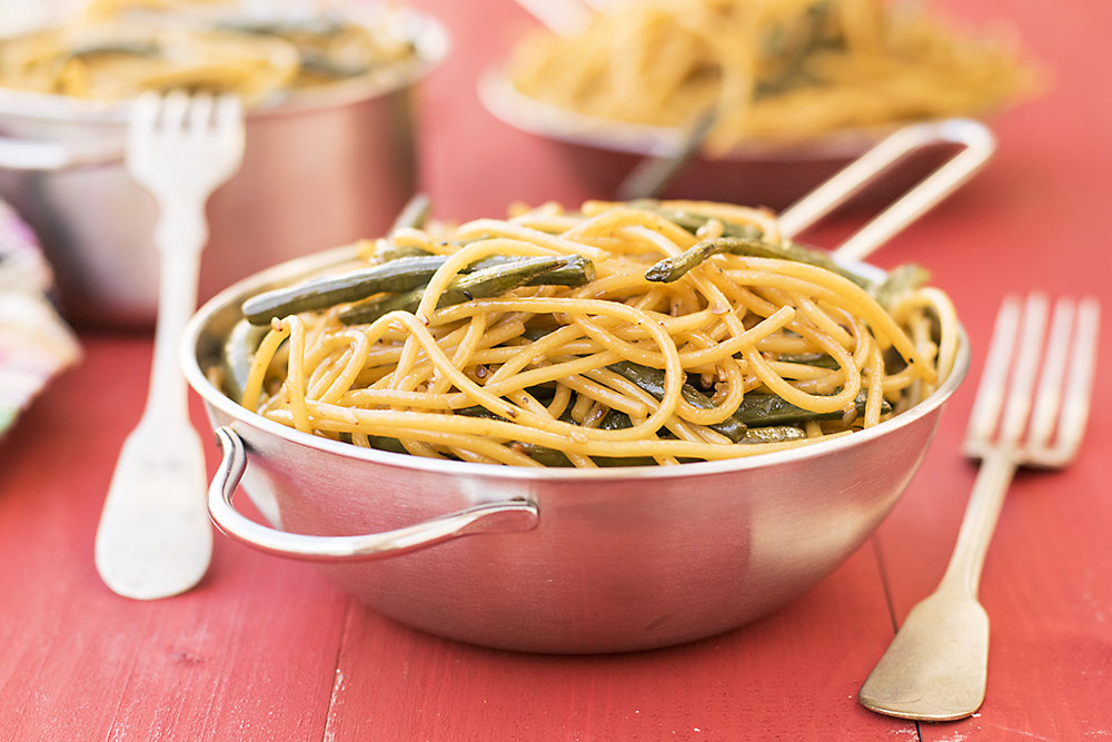 Mediterrasian spaghetti or noodles with Chinese long beans 4