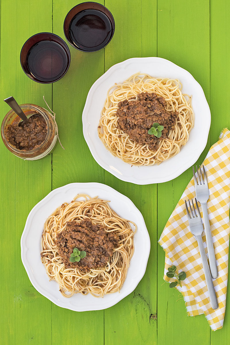Soy-free & protein-rich vegan Bolognese sauce for pasta 2