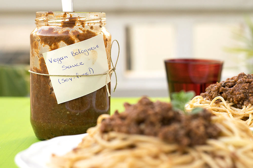 Soy-free & protein-rich vegan Bolognese sauce for pasta 4