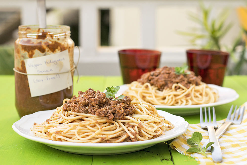 Soy-free & protein-rich vegan Bolognese sauce for pasta 5