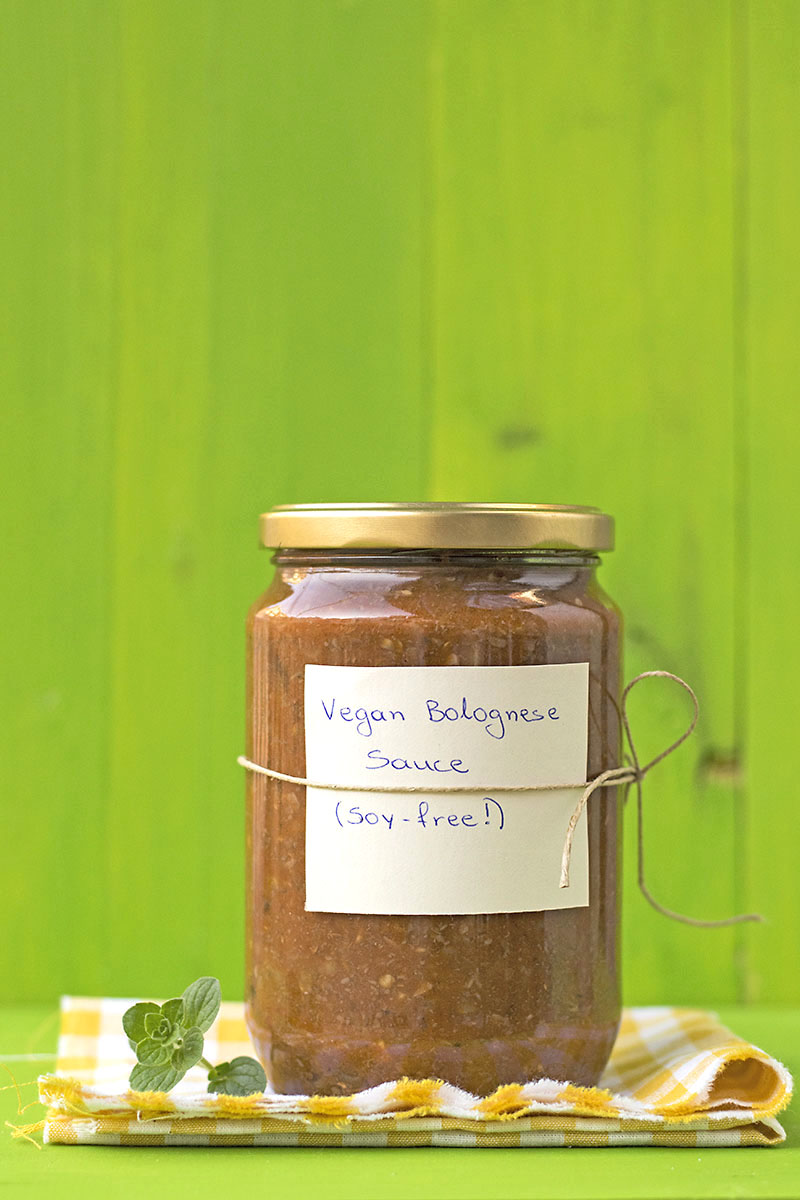 Soy-free & protein-rich vegan Bolognese sauce for pasta