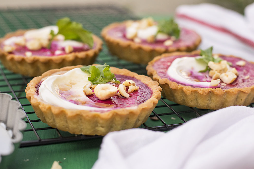 Feta & beets mini tarts with yogurt - olive oil easy crust 6