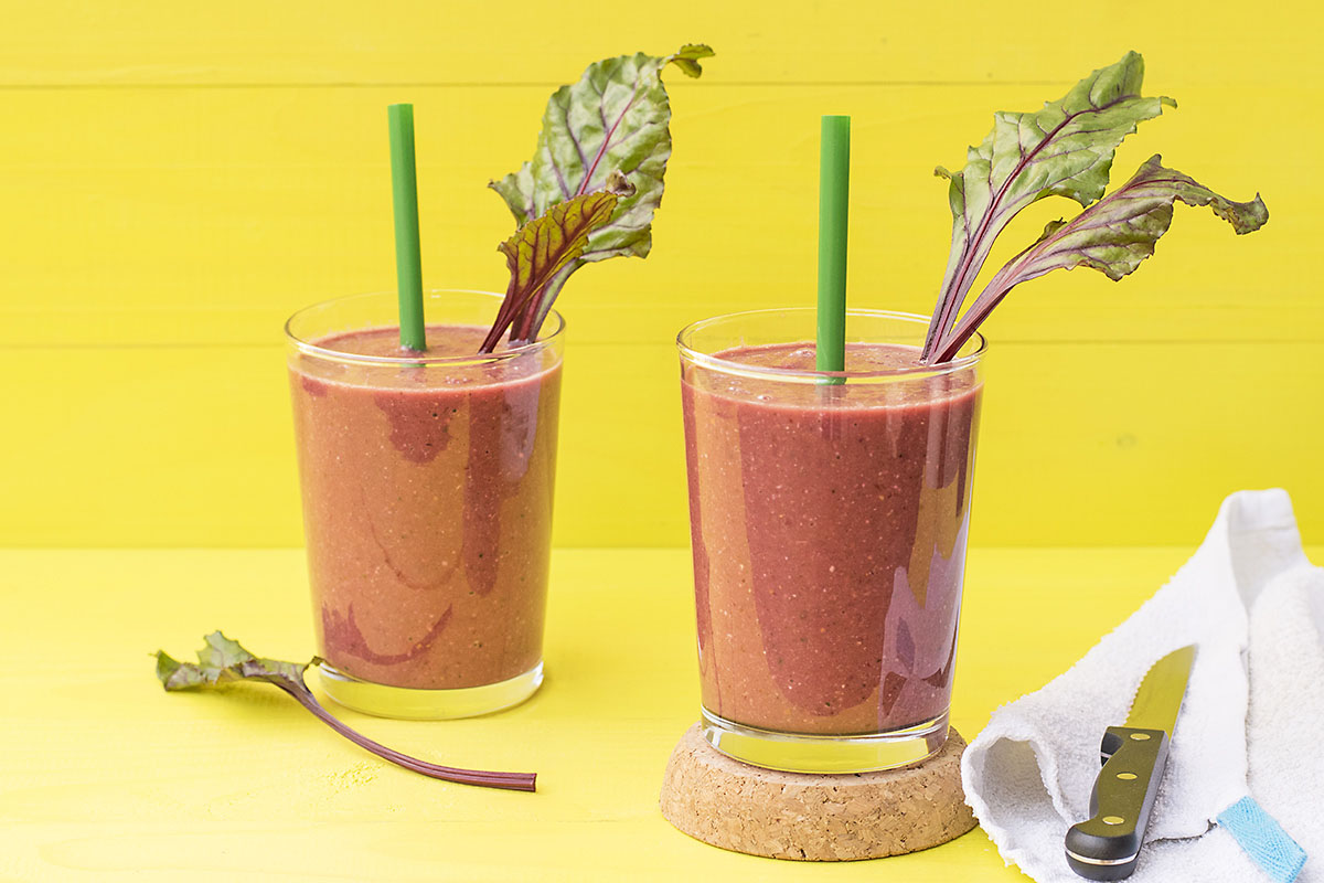 Beet greens and superfoods detox smoothie 4