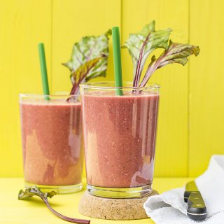Beet greens and superfoods detox smoothie f2