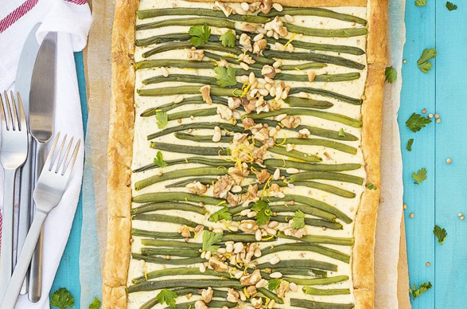 Green bean and feta mediterranean tart with puff pastry featured