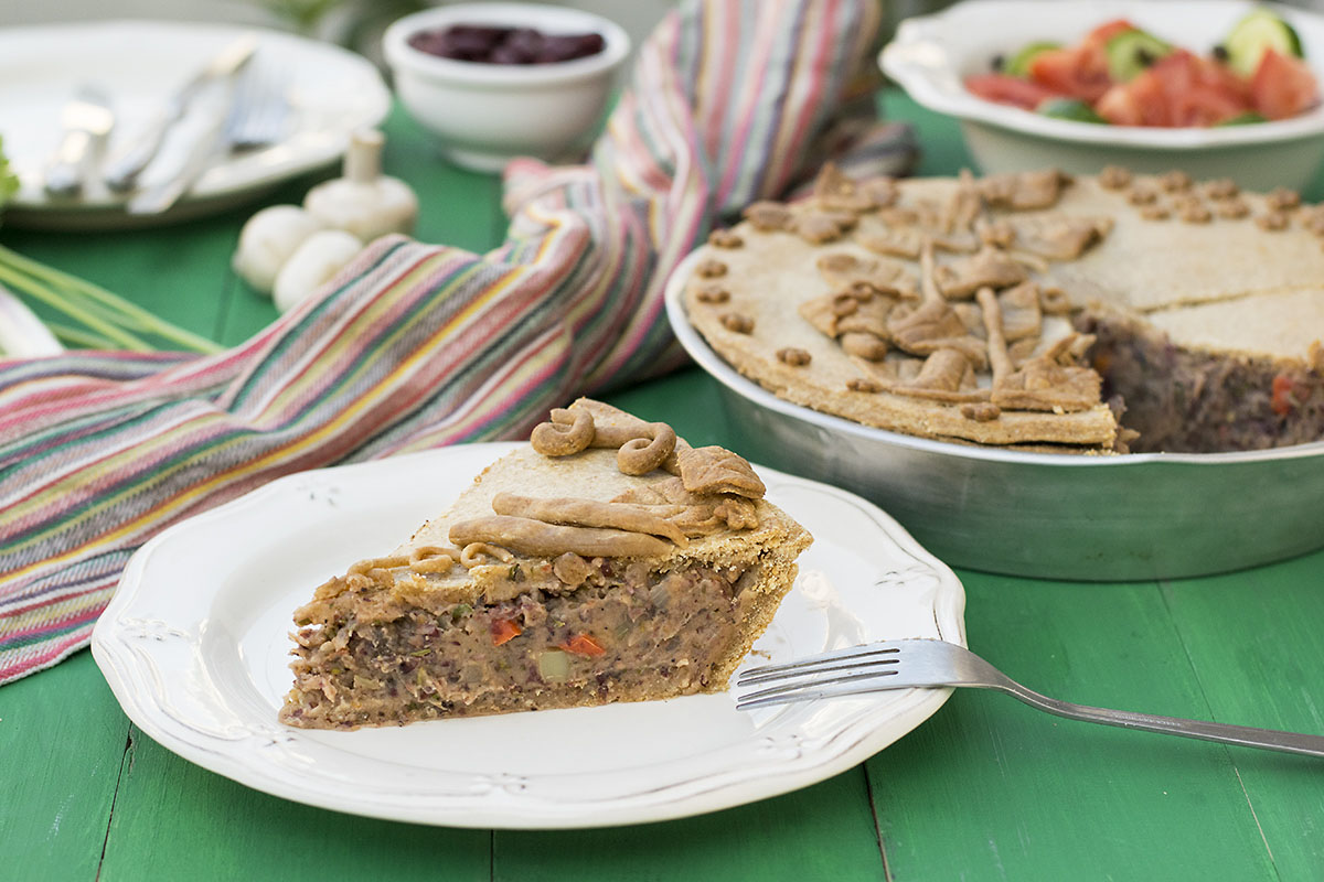 Vegan savory pie with vegetables and red bean puree 6