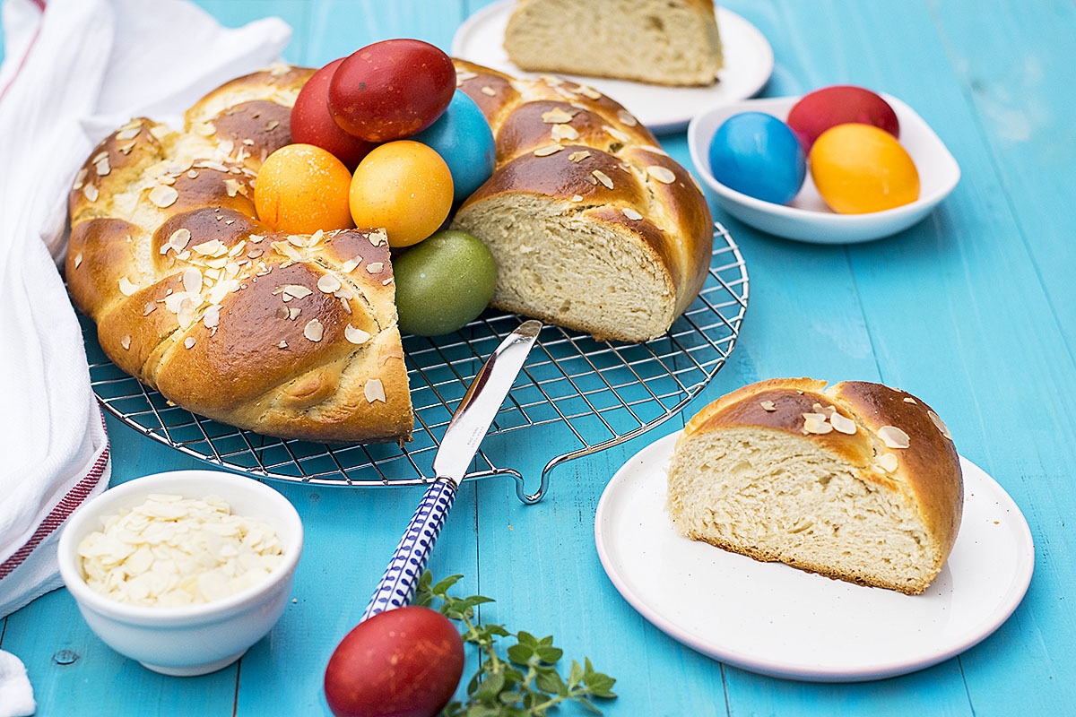 Greek Easter sweet bread with olive oil (Tsoureki) 3