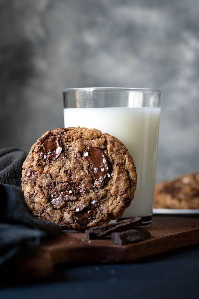 tahini and olive oil chocolate chunk cookies vegan 4
